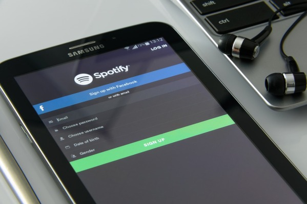 Music-On-Your-Smartphone-Spotify-Music-Service-1796117.jpg